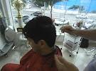 Moisés cabeleireiro ensina corte masculino.