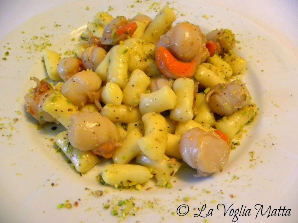 tronchetti di patate Barone con capesante e pistacchi di Bronte