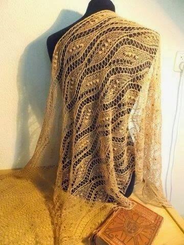 TE KOOP: camelkleurige shawl
