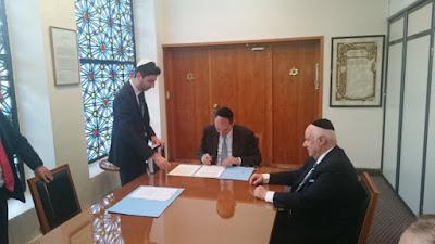Designan al rabino Sacca como entidad autorizada para emitir certificados de condición sefardí