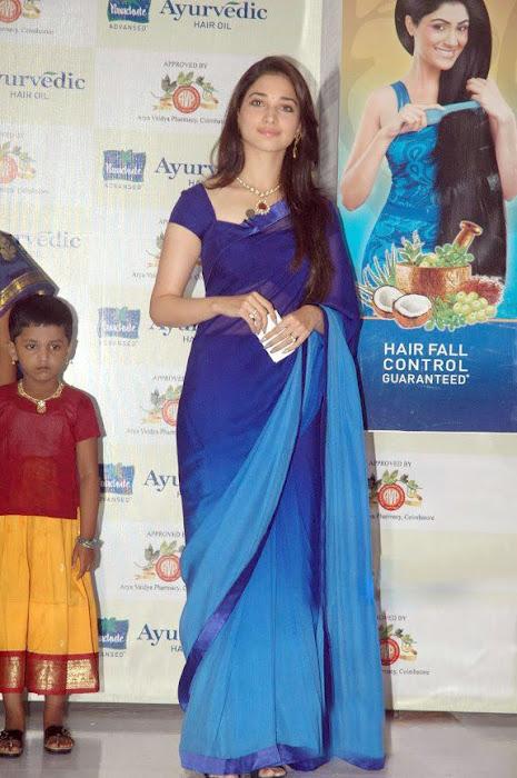 Tamannaa Bhatia - Stránka 3 Tammanah_Cute_in_Blue_saree_at_parshute_campaign+%284%29