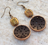 http://www.jewelsofsayuri.com/2013/11/gilded-woods-earrings-tutorial.html