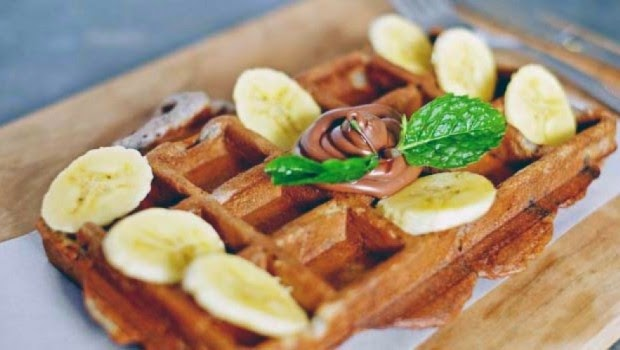 9. Waffle Oreo + Nutella + Banana - Woodpecker Coffee