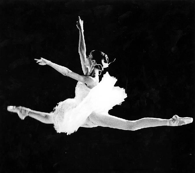 Se realizar en realic el festival de las danzas 2012 for Immagini di ballerine di danza moderna