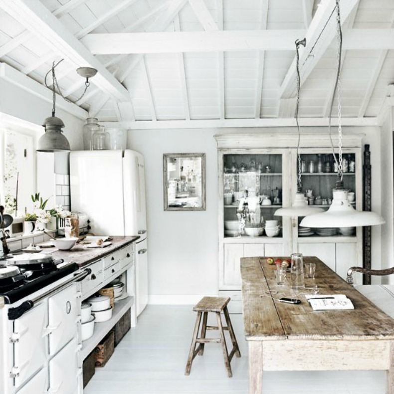 Coastal rustic and weathered kitchen