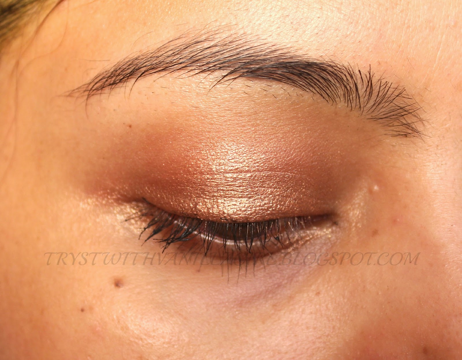 SWATCH MAC RUSTY METAL CREAM EYE SHADOW