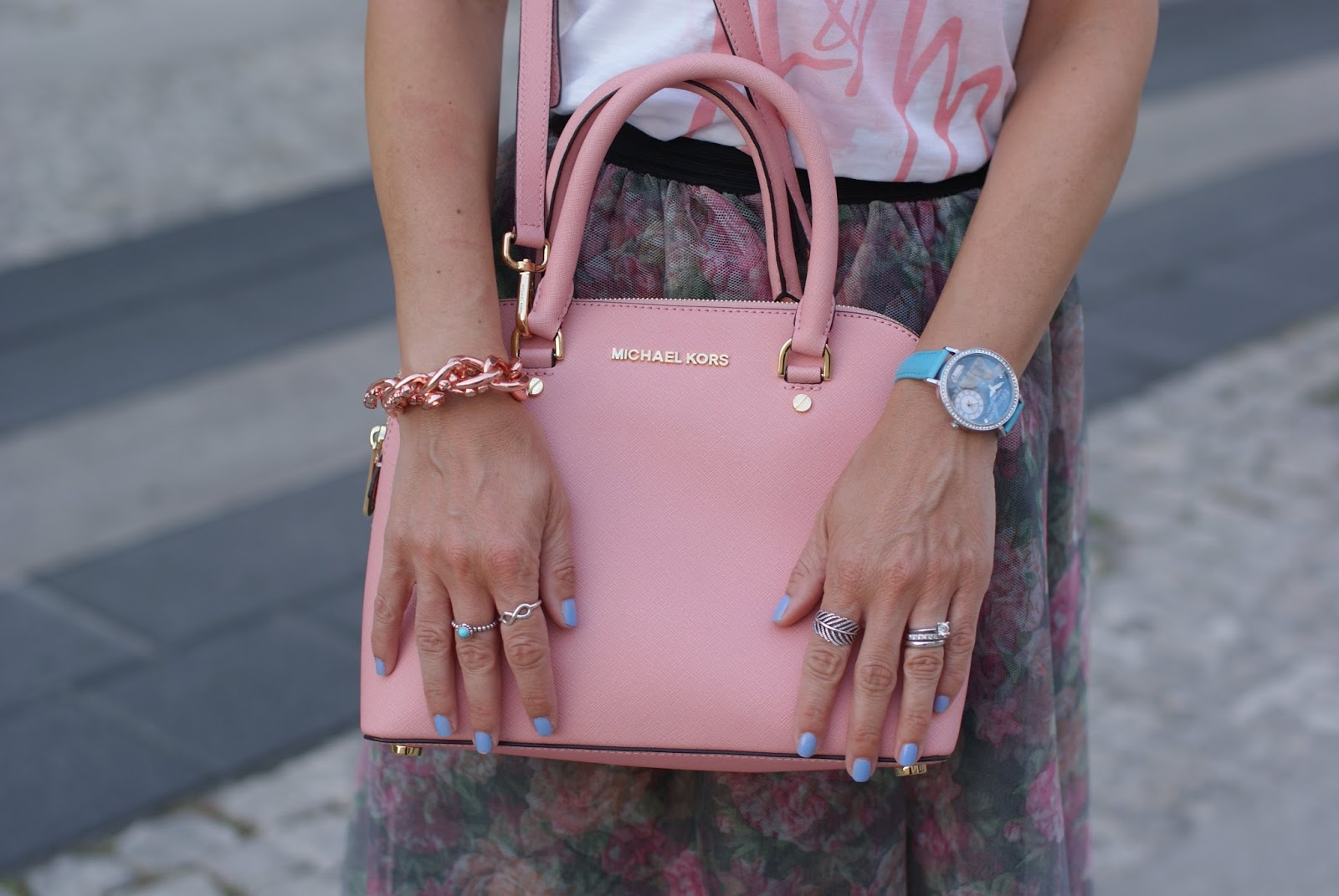Michael Kors cindy pink bag and Luca Barra capri watch on Fashion and Cookies fashion blog