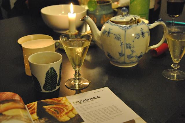 Sekt und Tee und ein vegetarisches Kochbuch