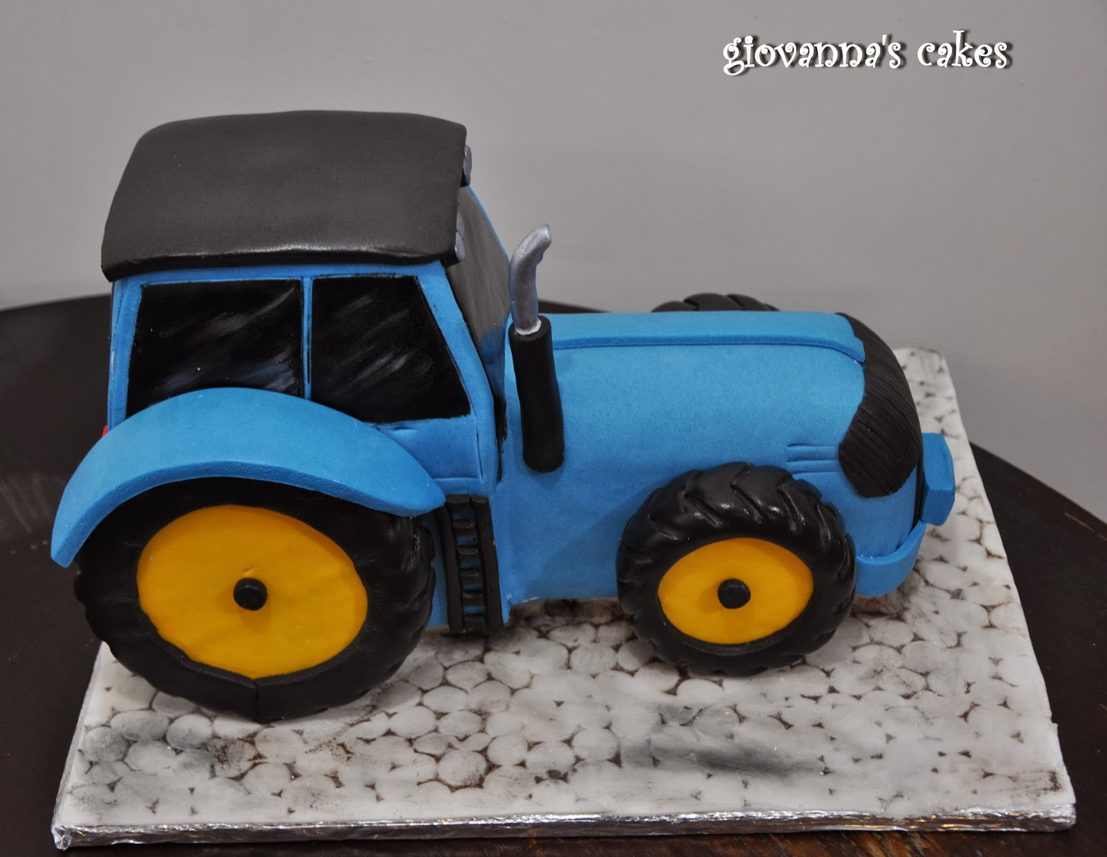 giovanna s cakes: Blue tractor for my nephew Alex