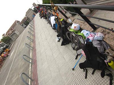 Queue backpacks in Pontevedra