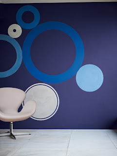 azul ou violeta ótimas cores para sua sala