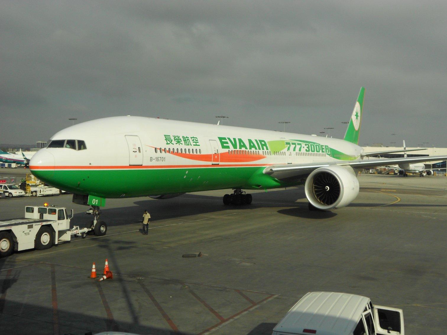 http://4.bp.blogspot.com/-gyog6yU1Hqc/TtGmVGXtrSI/AAAAAAAAAKs/O9rEHjDSx54/s1600/eva+airplane.JPG