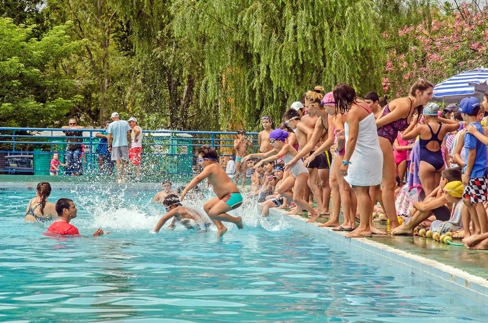 Se celebró gran encuentro de natación infantil en el Polideportivo Municipal