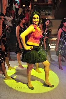 Sonia Agarwal Item Song Pictures 004.jpg