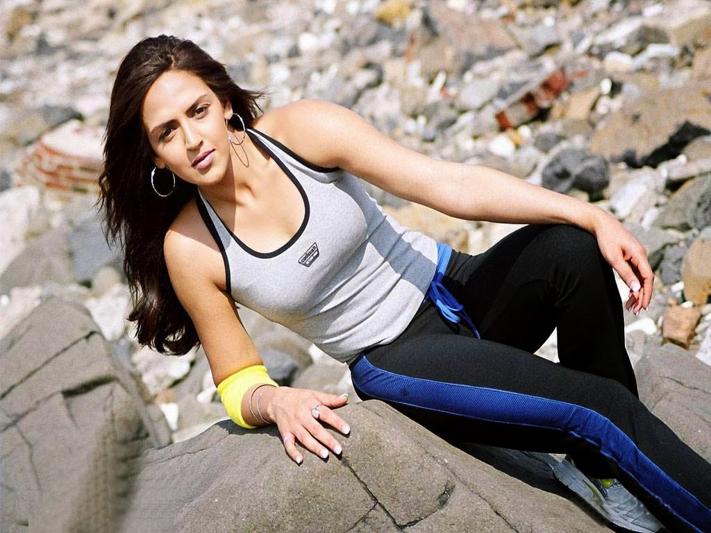 esha deol hot pics jogging hot pics hot sexy body in gym
