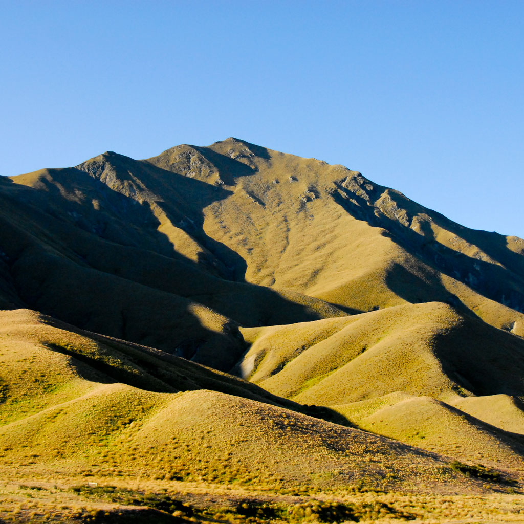 http://4.bp.blogspot.com/-gzq5LbueWIc/TcEv-FtoRhI/AAAAAAAAAUU/IhTRx5pBITM/s1600/piotr-zurek-mountain-landscape-ipad-wallpaper.jpg