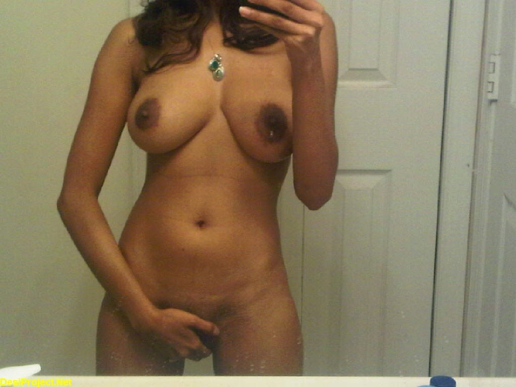 indian girl self naked pic in mirror