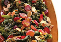 Espinafre com Uva Vermelha e Amêndoas (vegana)