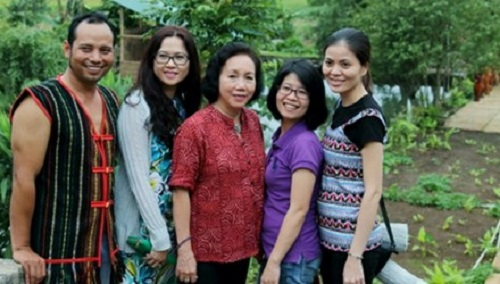Gia Lai: Thạc sĩ từ chối ở lại Mỹ, về làng lập nghiệp