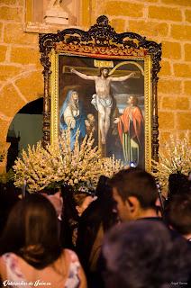Cristo de Chircales ante la puerta.