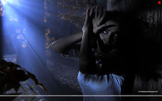 1920 Evil Returns HD Wallpaper Tia Bajpai scared