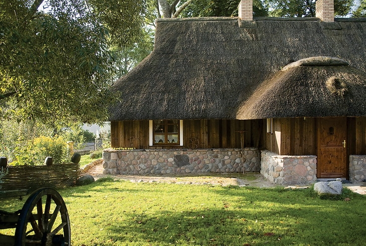 Estilo rustico exteriores rusticos en casa de campo for Exteriores de casas rusticas