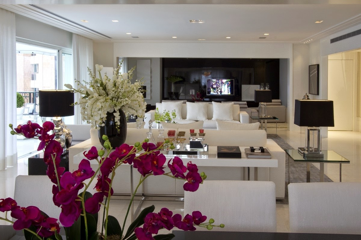 #631F38  branca e objetos pretos. Destaque para essa linda orquídea pink 1200x800 píxeis em Decoração De Sala De Estar Branco E Preto