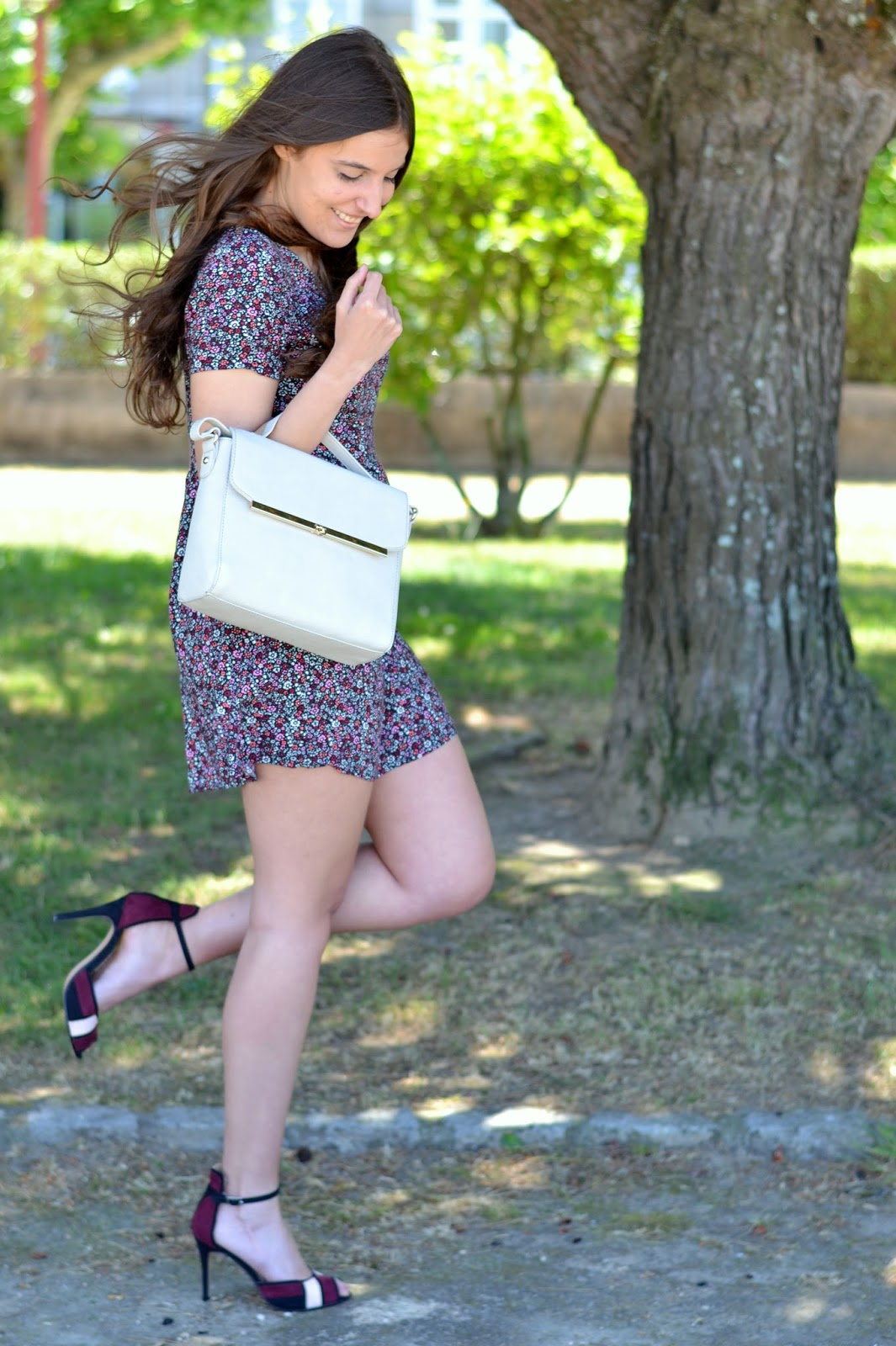 looks burgundy heels