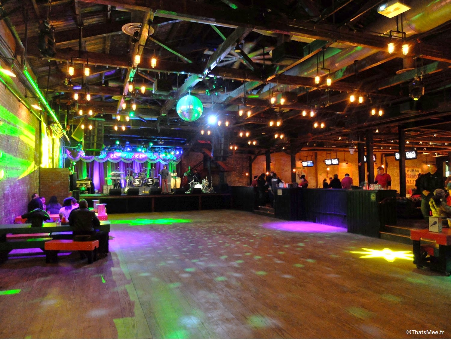 Brooklyn Bowl dance floor New-York Williamsburg bowling entertainment concerts resto