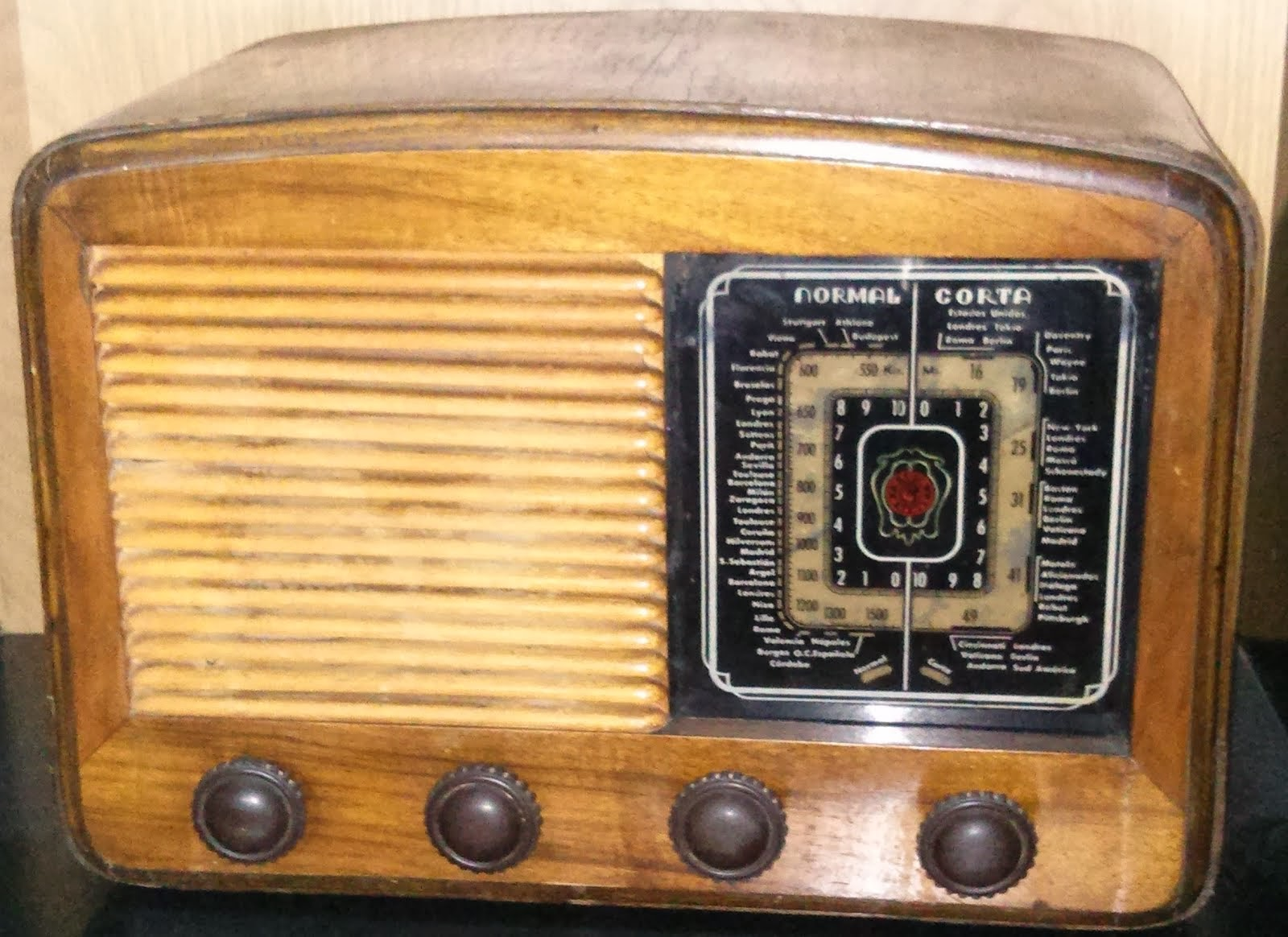 La radio que escuchamos peligrosamente
