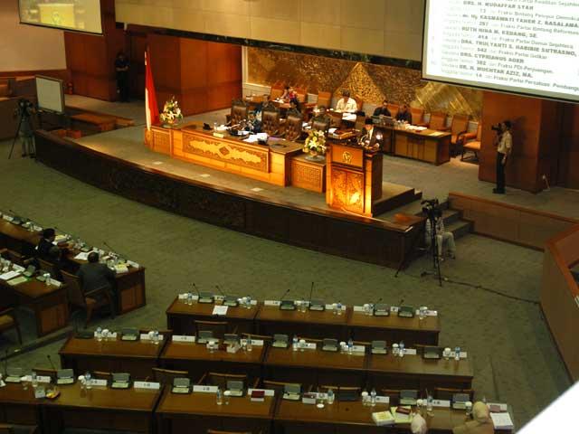 Pindah Parpol, Anggota DPR/DPRD Tidak Harus Mengundurkan Diri