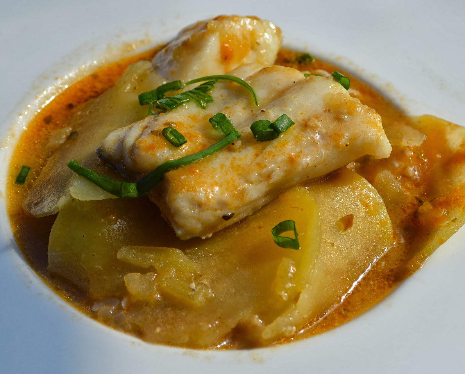 La cocina plural cazuela de bacalao skrei con finas - Patatas en caldo con bacalao ...