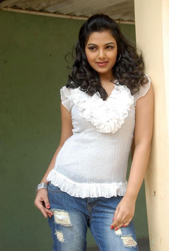 Actress Priyanka Tiwari New Hot Stills Photos wallpapers
