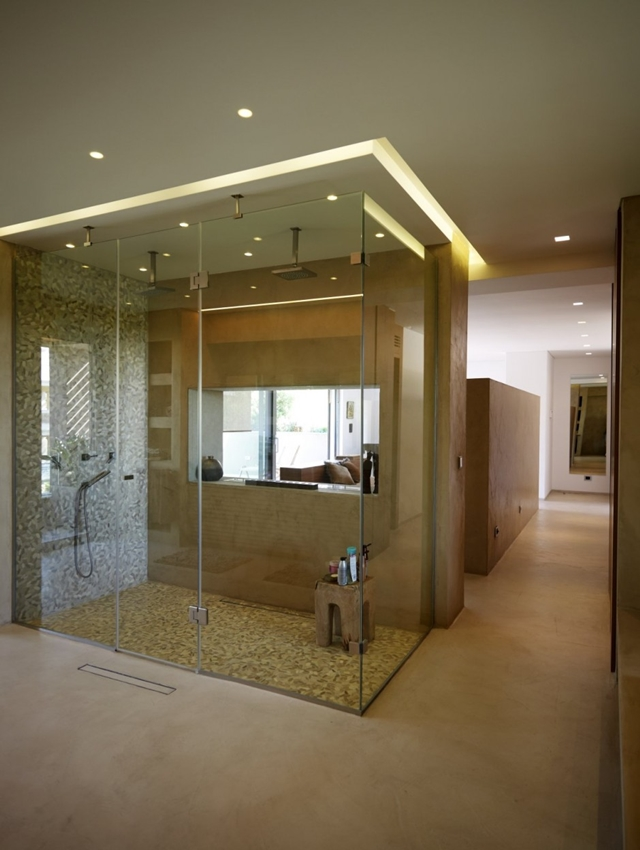 Walk in shower cabin