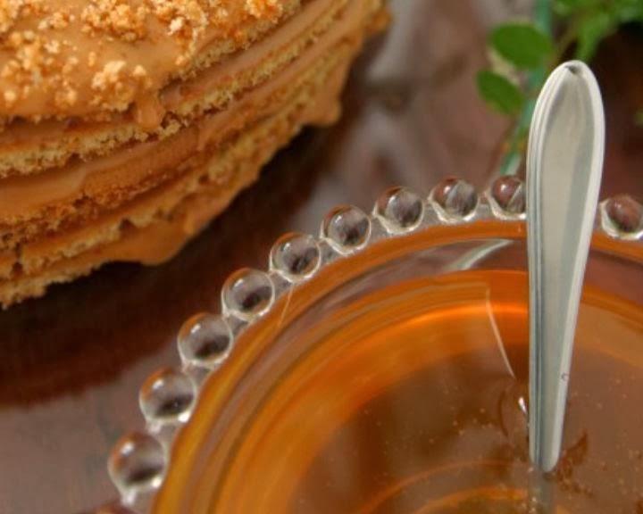 medovo-orexovyj-tort
