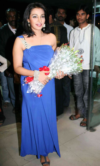 asha saini in bajaj electronics room asha saini glamour  images
