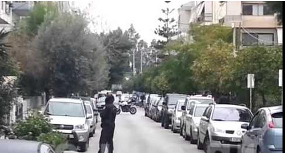 Γεμάτο ρουκέτες, καλάσνικοφ και χειροβομβίδες το αυτοκίνητο-γιάφκα στο Π.Φάληρο