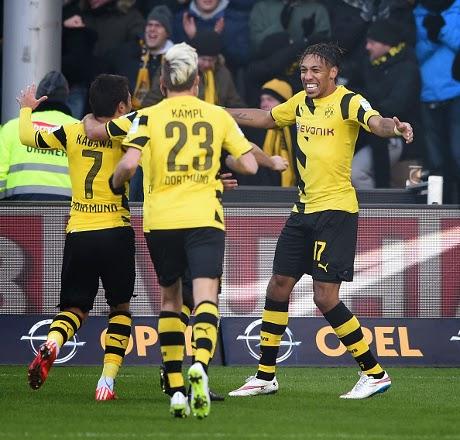 Liga Jerman : Dortmund 3 – 0 Freiburg