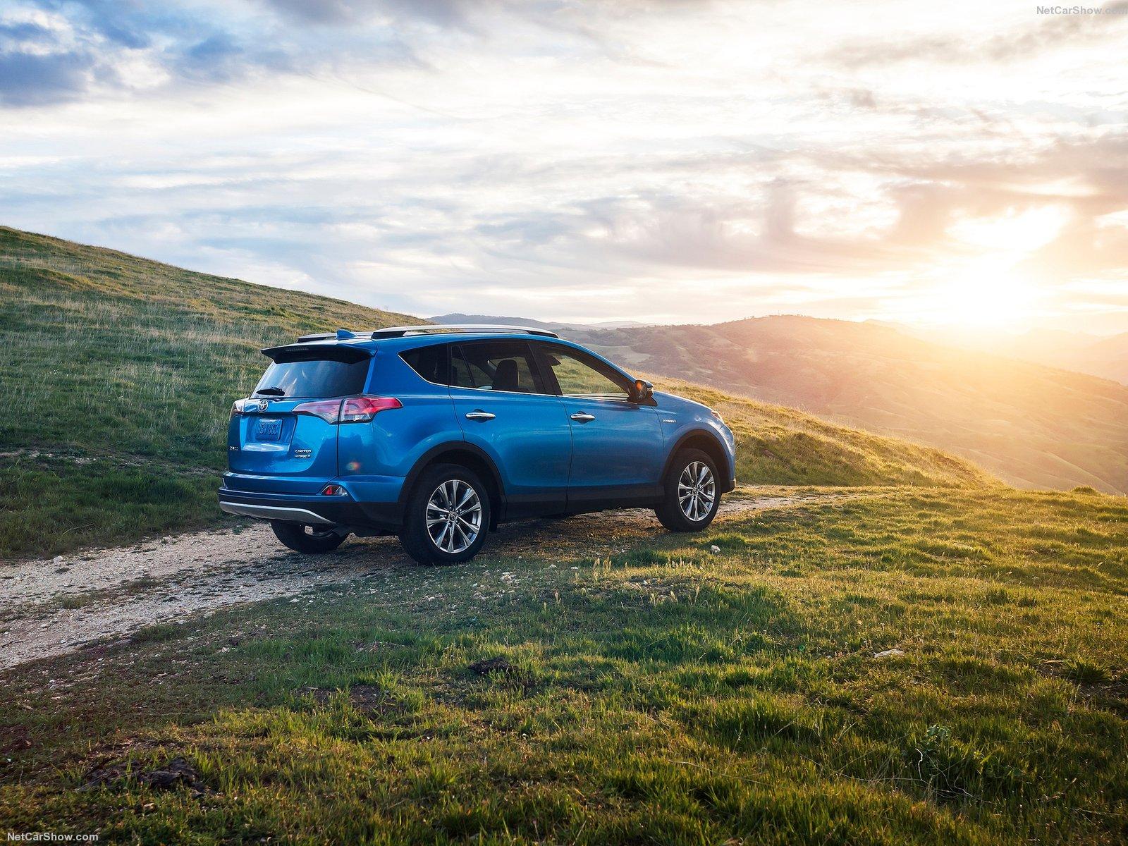 Toyota RAV4 Hybrid 2016 sẽ phù hợp với gia đình trẻ và thích phiêu lưu?