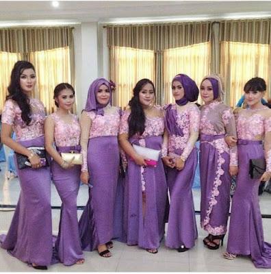 kebaya broklat pink dengan rok panjang ungu hijab