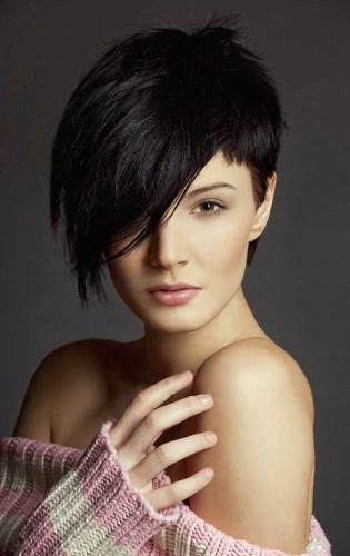 Short Hairstyles For Women With Round Faces A Crown Made Of Ivy