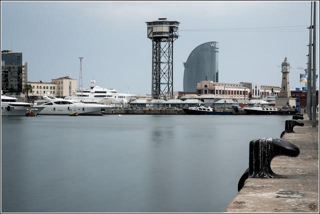"Maremagnum, Barcelona (Torre del Teleférico, Hotel ""Vela"" y Reloj)"