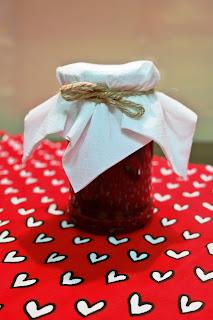 Dżem z czerwonej porzeczki, bardzo słodki.