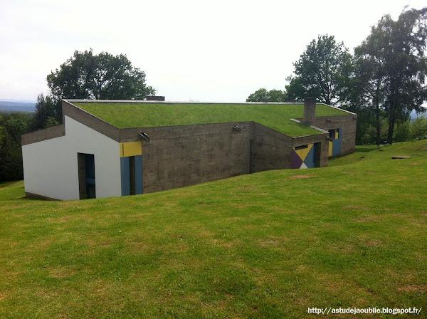 Ronchamp - L'abri du pèlerin  Architecte: Le Corbusier  Construction: 1953-1955