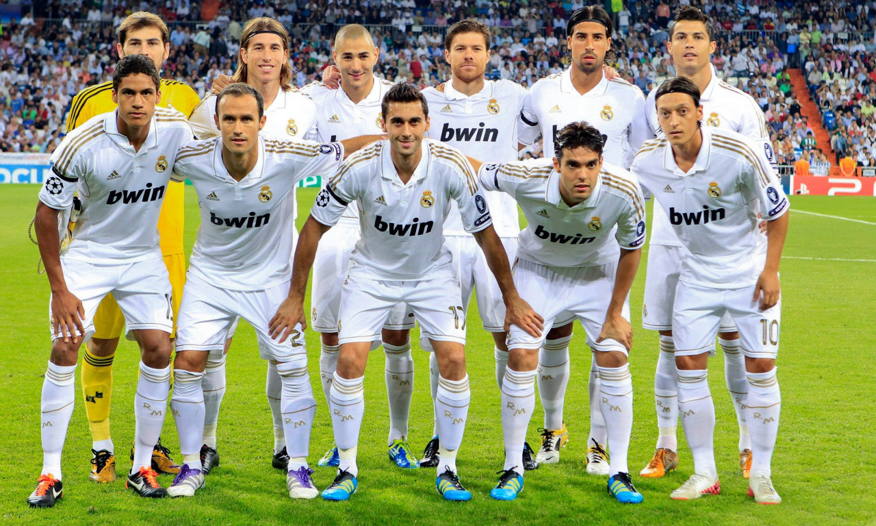 http://4.bp.blogspot.com/-h3Z--0fIeQM/UJK-T774HaI/AAAAAAAAAm8/AFlhQlinQhk/s1600/Real+Madrid+HD+Wallpapers+2012.jpg