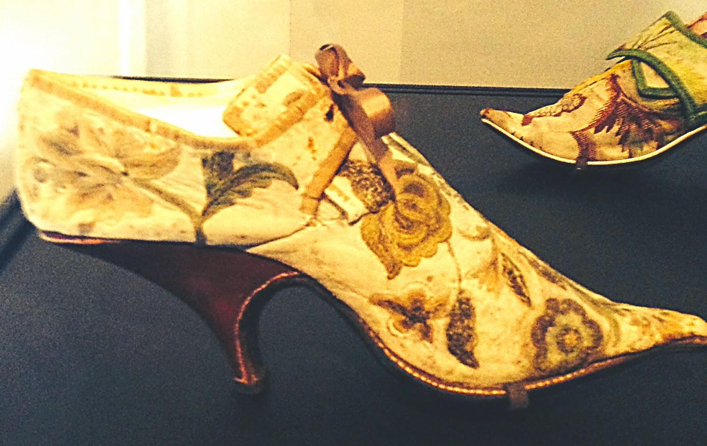 Idiosyncratic Fashionistas: KILLER HEELS: The Art of the High-Heeled ...
