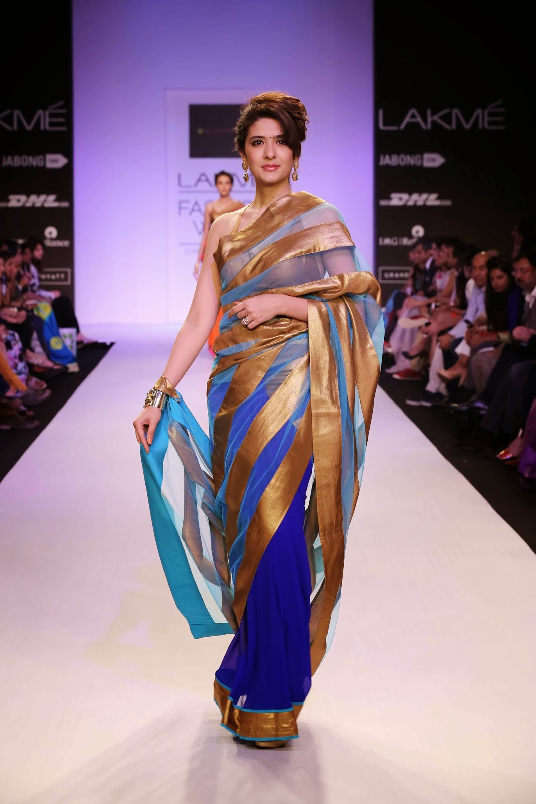 Choosing fabrics like georgette, satin georgette, net and light as air cotton silk, Mandira ensured that there was a perfect blend of vibrant colours to match the rising mercury.