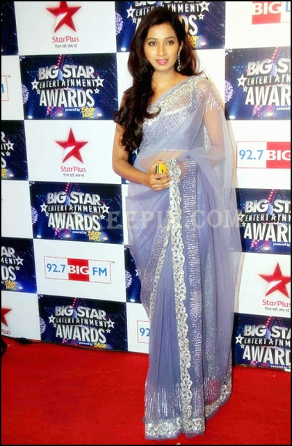Shreya_Ghoshal_posing_transparent_designer_saree