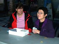 Col·laboradores a la taula de les inscripcions