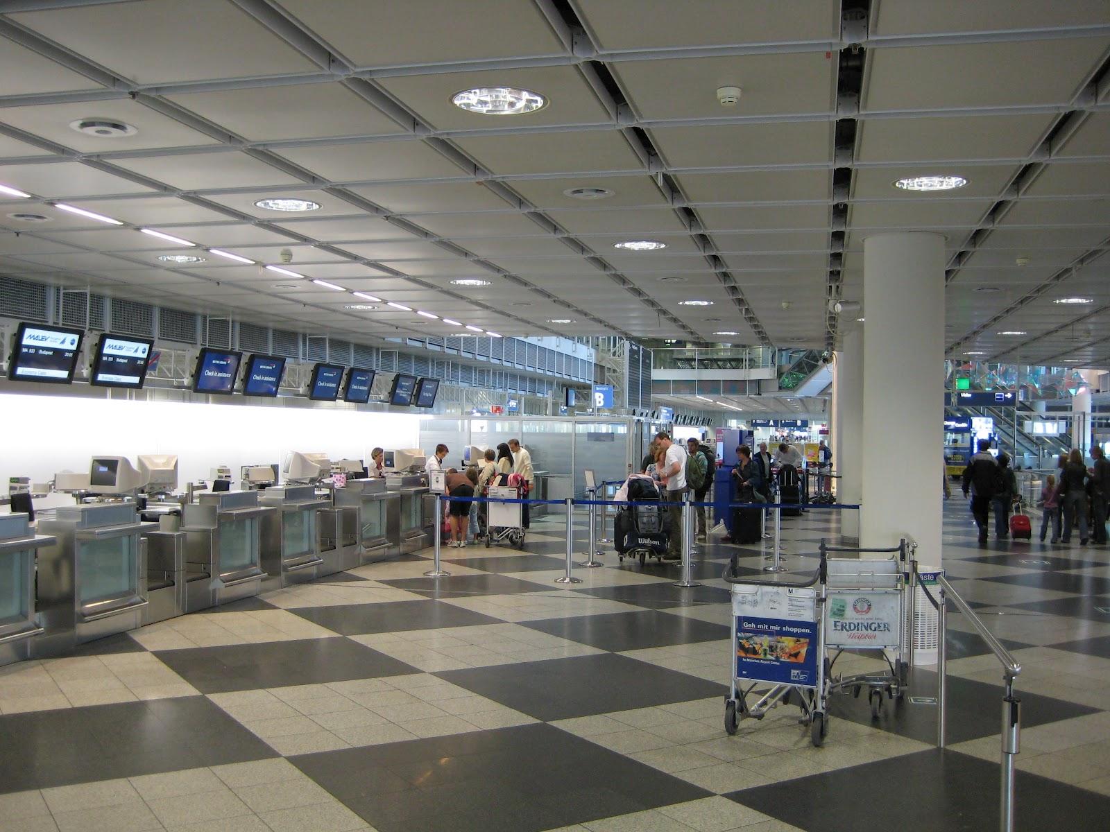 Airlines munich international airport for Oficina alitalia madrid